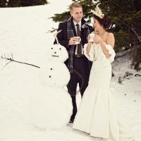 winter wedding decor groom and bride with feather hairpiece