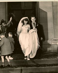 Gorgeous 40s wedding dress that would look just as beautiful today