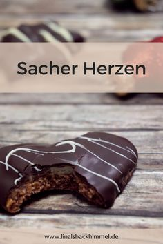 A really particular Christmas biscuit: Sacher Herzen. A layer of dough adopted by jam, marzipan and final however not least chocolate Christmas Biscuits, Christmas Baking, Christmas Decor, Xmas, Marzipan, Cupcakes, Peanutbutter Cake Recipe, Biscuits Keto, Lemon And Coconut Cake