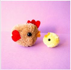 that's right, my clover heart pom pom maker! Wool Dolls, Yarn Dolls, Pom Pom Crafts, Yarn Crafts, Cute Crafts, Diy Crafts, Diy For Kids, Crafts For Kids, Pom Pom Animals