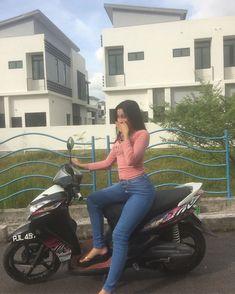 Myanmar Women, Platform Flip Flops, Indonesian Girls, Bicycle Girl, Film Aesthetic, Muslim Women, Beauty And The Beast, Asian Beauty, Yoga Pants