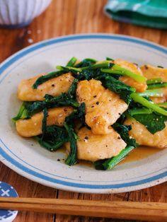 """▶︎レシピ検索はこちら◀︎ ※検索方法はこちらをご参照くださいませ。 お安い""""鶏むね肉""""と栄養満点の""""小松菜""""を使ったご飯もお酒もすすむ一品。フライパンで焼いてサッと炒めるだけなのでバタバタ忙しい日にも最適!バター醤油のコクとにんにくのパンチで男子も大満 Home Recipes, Asian Recipes, Cooking Recipes, Healthy Recipes, Ethnic Recipes, Cooking Ideas, Healthy Food, How To Cook Chicken, Japanese Food"""