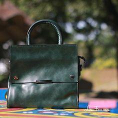 Intorno, hand bag dengan desain yang ramping dan minimalis membuat penampilan kamu semakin stylish. Detai tas : • Warna Green • Ukuran 25*13*24 cm • Harga 219,000  Order via : Website : www.lesfemmes.co.id SMS / WA : 081284789737 Email : care@lesfemmes.co.id  Happy shopping!