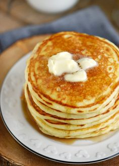The BEST Fluffy Buttermilk Pancakes - Recipes to Cook - - Anita Lilly Buttermilk Pancakes Fluffy, Tasty Pancakes, Pancakes And Waffles, Homemade Pancakes, Pancake Healthy, Best Pancake Recipe, Pancake Recipes, Breakfast Dishes, Breakfast Recipes