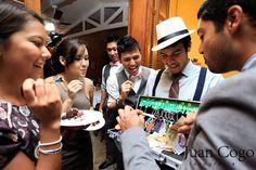 No  corte da gravata ao invez de cortar entregar um chavierinho de gravata em troca do dinehiro!!  Casamento Cris e Marcos