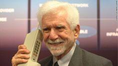 """La prima telefonata da cellulare 41 anni fa: la """"beffa"""" di Cooper"""