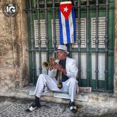 """Street singer ?  Nooooo, is a musician without a job in front of a night club looking for at least two hours to play there and get some money to take to his family. A what about the flag, don't you know what does it mean.? """"What a country !!"""""""