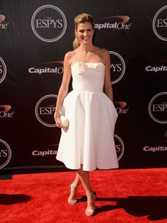 Erin Andrews in a White Ladylike Dress at the 2014 ESPY Awards // white A-line cocktail dress with bow // best dressed
