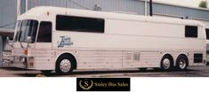 old and new bus photos Buses For Sale, Rv For Sale, Fun Travel, Travel Style, Bus Sales, Tracy Lawrence, Star Bus, Bus Motorhome, Prevost Bus