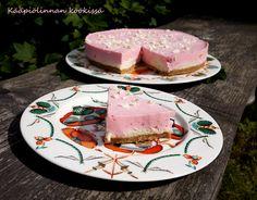 Kääpiölinnan köökissä: Vaaleanpunaista unelmaa - (muka) marmoroitu punaherukka-valkosuklaakakku