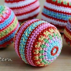 Colorful Mosaic Christmas Balls by ZoomYummy Ravelry.com/Pattern/Library