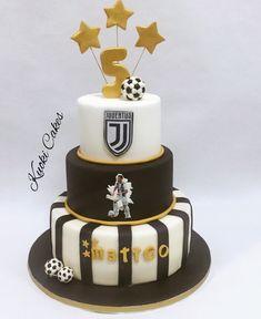 Juventus cake by Donatella Bussacchetti Soccer Cake, Soccer Theme, Soccer Birthday, Birthday Parties, Ronaldo, Football Cupcakes, Cupcake Birthday Cake, Cake Designs, Cake Decorating