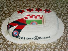Andrea`s Tortenhobby: Bayern München Torte Allianz Arena mit Anleitung :) - Pins Soccer Cake, Munich, Oreo Cheesecake, Baby Car Seats, Cake Decorating, Special Occasion, Holiday Decor, Andreas, Dna