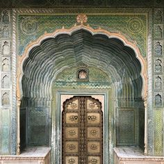 // The Palace of Illusions . Leheriya Gate, gate of spring The City Palace Jaipur, 1729 . Old Doors, Windows And Doors, Front Doors, City Palace Jaipur, India Palace, Portal, Emerald City, Beautiful Architecture, Architecture Art