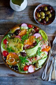 Market Fresh Tabbouleh Salad w. Kalamata Olives, Persimmon, Radishes, Heirloom Tomatoes, Persian Cucumber & Pearl Couscous // Get the recipe here Vegetarian Recipes, Cooking Recipes, Healthy Recipes, Healthy Salads, Healthy Eating, Mushroom Salad, Soup And Salad, Food Inspiration, Salad Recipes