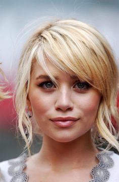 Ashley Olsen's Blonde Side Swept Fringe