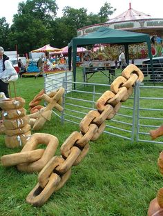Chainsaw carved chain