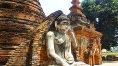 Un antique #bouddha près de Mandalay