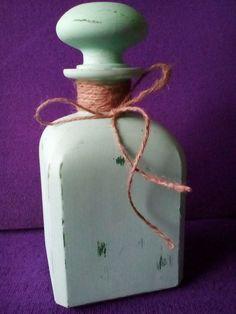 EL TALLER DE PILI  Botellas decoradas Jar, Home Decor, Decorated Bottles, Atelier, Homemade Home Decor, Jars, Decoration Home, Glass, Interior Decorating