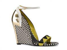 Dalla collezione primavera estate 2013 di scarpe Sergio Rossi, zeppe con motivo geometrico