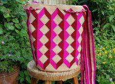 NEW COLLECTION! Rare Wayuu mochila bag ~ handmade in Colombia ~ Summer beach bag