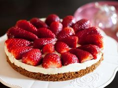 Strawberry tart without cooking with Thermomix Chocolate Cheesecake, Chocolate Recipes, Raw Food Recipes, Cooking Recipes, Desserts With Biscuits, Strawberry Tart, Creme Dessert, Thermomix Desserts, Gourmet Desserts