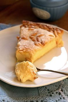 Torta della nonna - My favourite Italian dessert Healthy Dessert Recipes, Fun Desserts, Cake Recipes, Italian Pastries, Italian Desserts, Breakfast Cake, Sweet Tarts, Pinterest Recipes, Chocolates