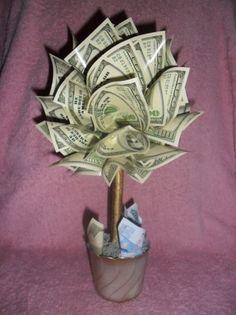 Ak chcete zmeniť svoju finančnú situáciu, najlepšie, čo môžete urobiť, je vziať desať percent zo zárobku a darovať ich. Volá sa to duchovný zákon platenia desiatkov a pre prílev väčšieho množstva peňazí do života neexistuje nič lepšie. (Zdroj: Rhonda Byrne – The Secret MYŠLIENKY NA KAŽDÝ DEŇ: 19. deň, Foto: howexact.com)