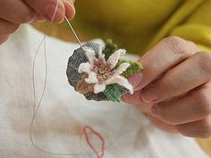 프랑스자수mimi ~ 11월수강 ing . . . : 네이버 블로그 Folk Embroidery, Embroidery Needles, Silk Ribbon Embroidery, Embroidery Patterns, Felt Brooch, Embroidered Flowers, Diy Flowers, Handmade Crafts, Weaving