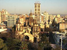 Provincia de Cordoba: Córdoba, es la capital de la provincia homónima, ciudad más poblada después de Buenos Aires y la más extensa de Argentina. En consecuencia es un importante centro cultural, económico, educativo, financiero y de entretenimiento. Córdoba (a veces abreviado Cba) es referida también como La Docta.