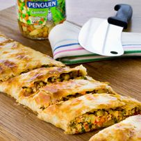 Çıtır çıtır enfes Garnitürlü Milföy Böreğini mutlaka denemelisiniz.