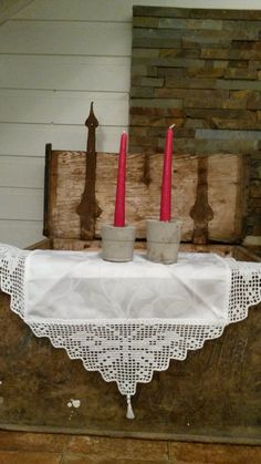 Duk med sommerfugl. Candles, Homemade, Home Made, Candy, Candle Sticks, Hand Made, Candle