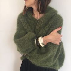 Knit Fashion, Look Fashion, Fashion Design, Mohair Sweater, Sweater Hoodie, Knitted Headband Free Pattern, Crochet Shirt, Casual Tops For Women, Diy Clothes