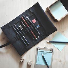 Aktentasche Businesstasche Leder Schwarz I Jahn-Lederwaren Pencil Bags, Pencil Pouch, Leather Case, Real Leather, Roll Up Pencil Case, Engraved Pens, Teacher Bags, Leather Laptop Backpack, Black Pencil