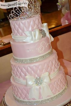 pink princess birthday cake.... I know I'm 27 but I so want this! It's too cute!