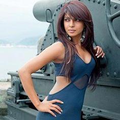 B.day spcl: प्रियंका चोपड़ा, हीरोइन जो अपनी बगल के चिकनेपन पर भी लड़ती है #priyanka chopra #piggy chops #bollywood movies #bollywood actresses #bollywood news #entertainment news #bollywood gossip