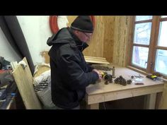 Vi bygger gran guirlander på et hundekoldt værksted, men fine blev de :-)