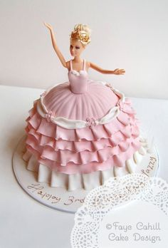 Now THAT& how you do a Barbie cake! By Faye Cahill Cake Design. - birtday ideas - Now THAT& how you do a Barbie cake! By Faye Cahill Cake Design. Barbie Birthday Cake, Ballerina Birthday Parties, Birthday Cake Girls, Princess Birthday, Princess Party, Princess Cakes, Ballerina Party, 5th Birthday, Birthday Celebration