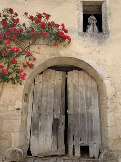 french country decor embodies the nature and the rustic charm of the old farm houses but in a modern way that will rich your home Entrance Doors, Doorway, Portal, Knobs And Knockers, Cool Doors, Door Gate, Beaux Villages, Window Art, Old Farm