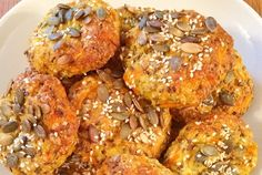 gulrotrundstykker Salmon Burgers, Shrimp, Food And Drink, Meat, Baking, Ethnic Recipes, Patisserie, Bread, Bakken
