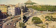 Η Αθήνα των 60s: Φωτο-βόλτα σε άλλες εποχές Η πύλη του Αδριανού και η Β. Αμαλίας Greece Pictures, Old Pictures, Old Photos, Vintage Photos, Athens Greece, Old City, Paris Skyline, Documentaries, The Past