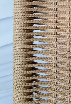 Diy Wooden Projects, Wooden Diy, Furniture Makeover, Furniture Decor, Diy Chair, Chair Redo, Chair Repair, Wooden Sofa Designs, Woven Chair