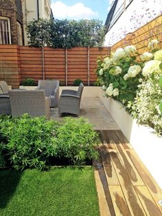 We designed this secluded Bayswater back garden to have a sleek and contemporary feel and lots of space for entertaining. Small Courtyard Gardens, Front Gardens, Small Gardens, Outdoor Gardens, Courtyard Ideas, Cozy Backyard, Backyard Landscaping, Nice Small Garden Ideas, Amazing Gardens