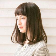 清楚なイメージ◎女子力高めの前髪ぱっつんストレート♡ 暗髪スタイル 黒髪のミディアムヘア
