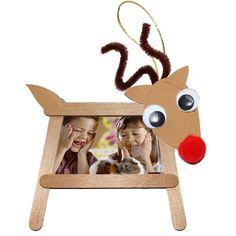 Wooden Sticks and Ice Sticks - Modeling Head - Reinette - - Bâtons de bois et bâtons de glace - Tête à modeler Christmas reindeer photo frame in wooden sticks - Christmas Crafts For Kids, Kids Christmas, Holiday Crafts, Christmas Decorations, Christmas Ornaments, Popsicle Crafts, Craft Stick Crafts, Reindeer Photo
