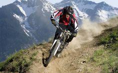 La preparación para una carrera de ruta montañosa necesita los cuatro pilares, resistencia anaeróbica, resistencia muscular, potencia y velocidad.