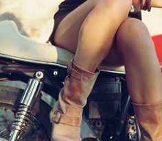 z4 motorcycle girls 05 10 17 600 6 Sexy girls with classic motorcycles (46 Photos)