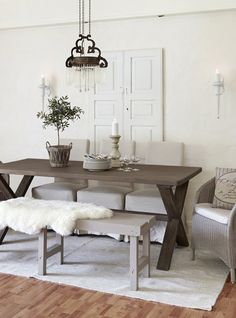 Bygget drømmehuset i Trøgstad - Lys lykke på landet - Boligpluss. Living Styles, Cottage Interiors, Rustic Table, Farmhouse Table, Big Houses, Beautiful Interiors, Traditional House, Home Decor Inspiration, Country Decor