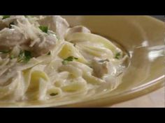 How to Make Chicken Alfredo with Fettuccini Noodles
