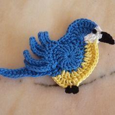 Marque-pages Au Crochet, Crochet Parrot, Crochet Birds, Crochet Buttons, Crochet Amigurumi, Crochet Animals, Crochet Toys, Crochet Baby Cardigan Free Pattern, Crochet Flower Patterns